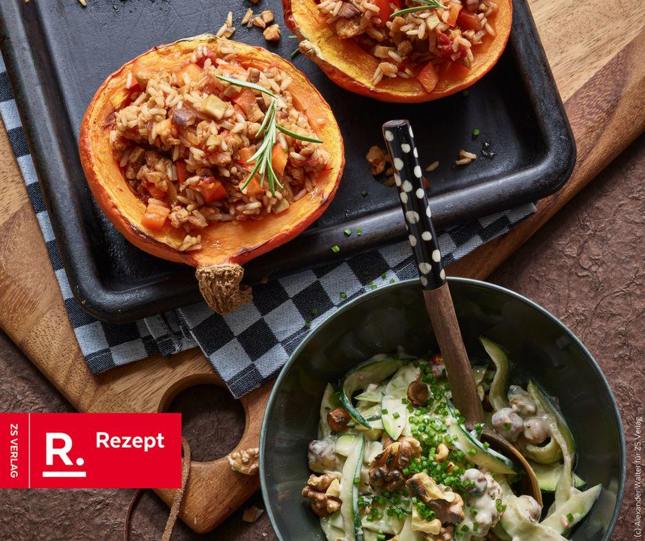 Gefüllter Kürbis mit Zucchini-Nuss-Salat - Rezept Bild