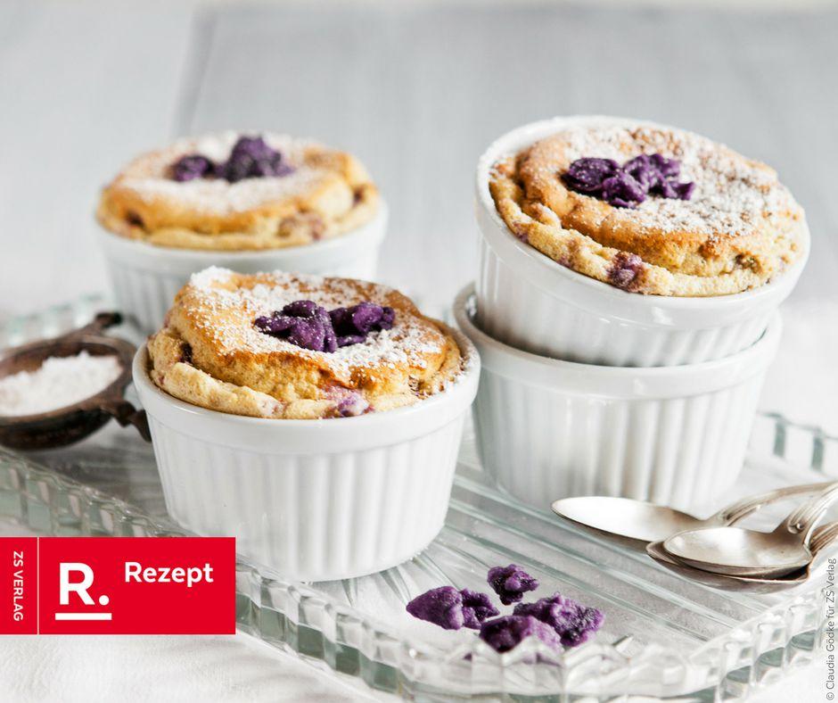 Vanillesoufflé mit kandierten Veilchen - Rezept Bild