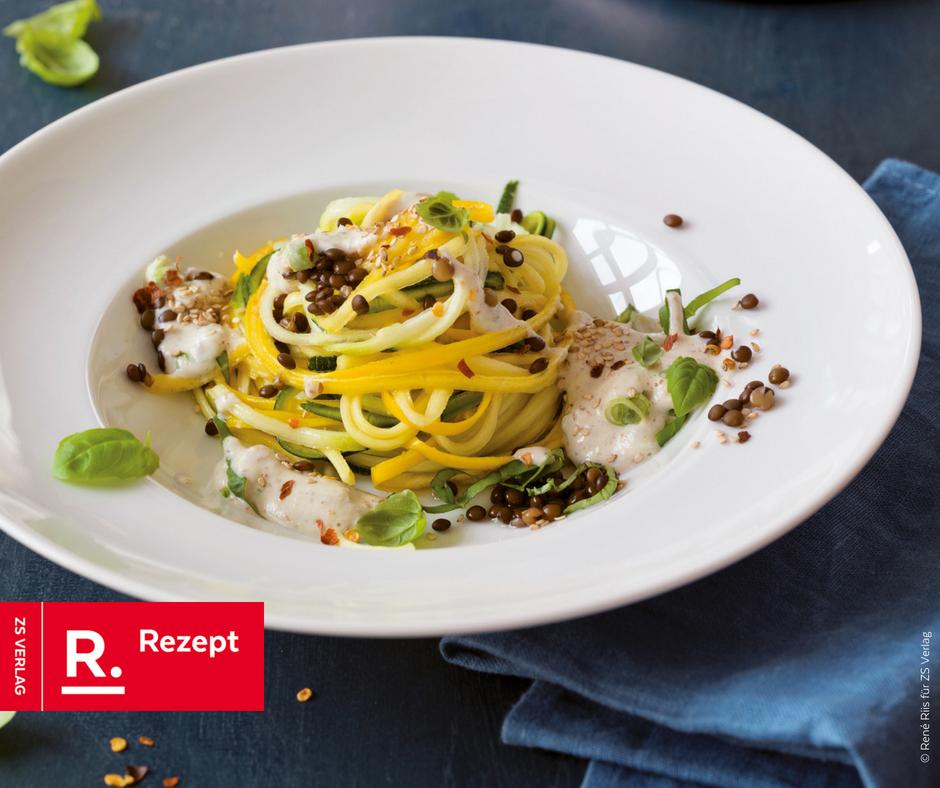 Zucchini Nudeln mit Linsen und Cashewsauce - Rezept Bild
