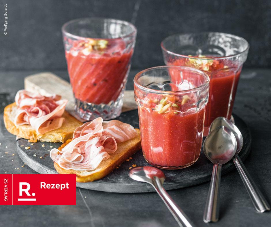 Erdbeer-Wassermelonen-Gazpacho mit Basilikum und Röstbroten - Rezept Bild