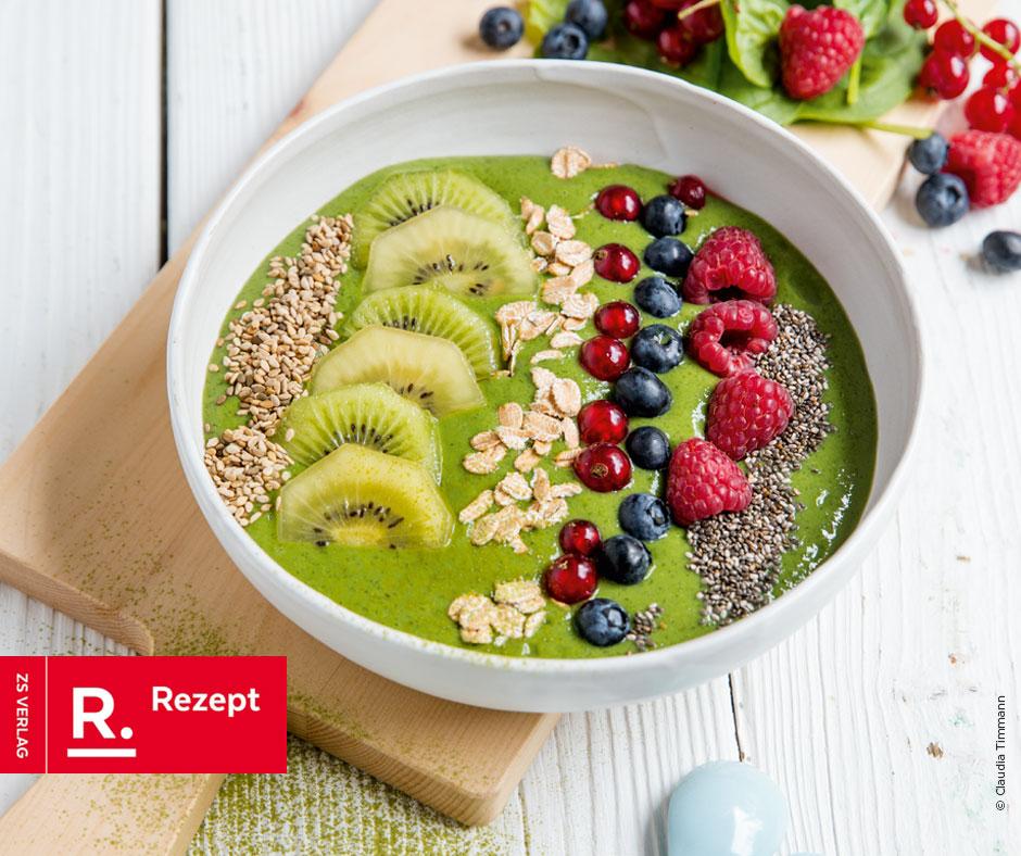 Grüne Smoothie-Bowl mit Beeren - Rezept Bild