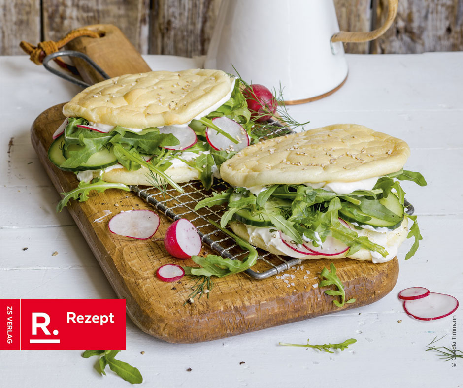 Cloud-Bread-Sandwich mit Gemüse und Crème fraîche - Rezept Bild