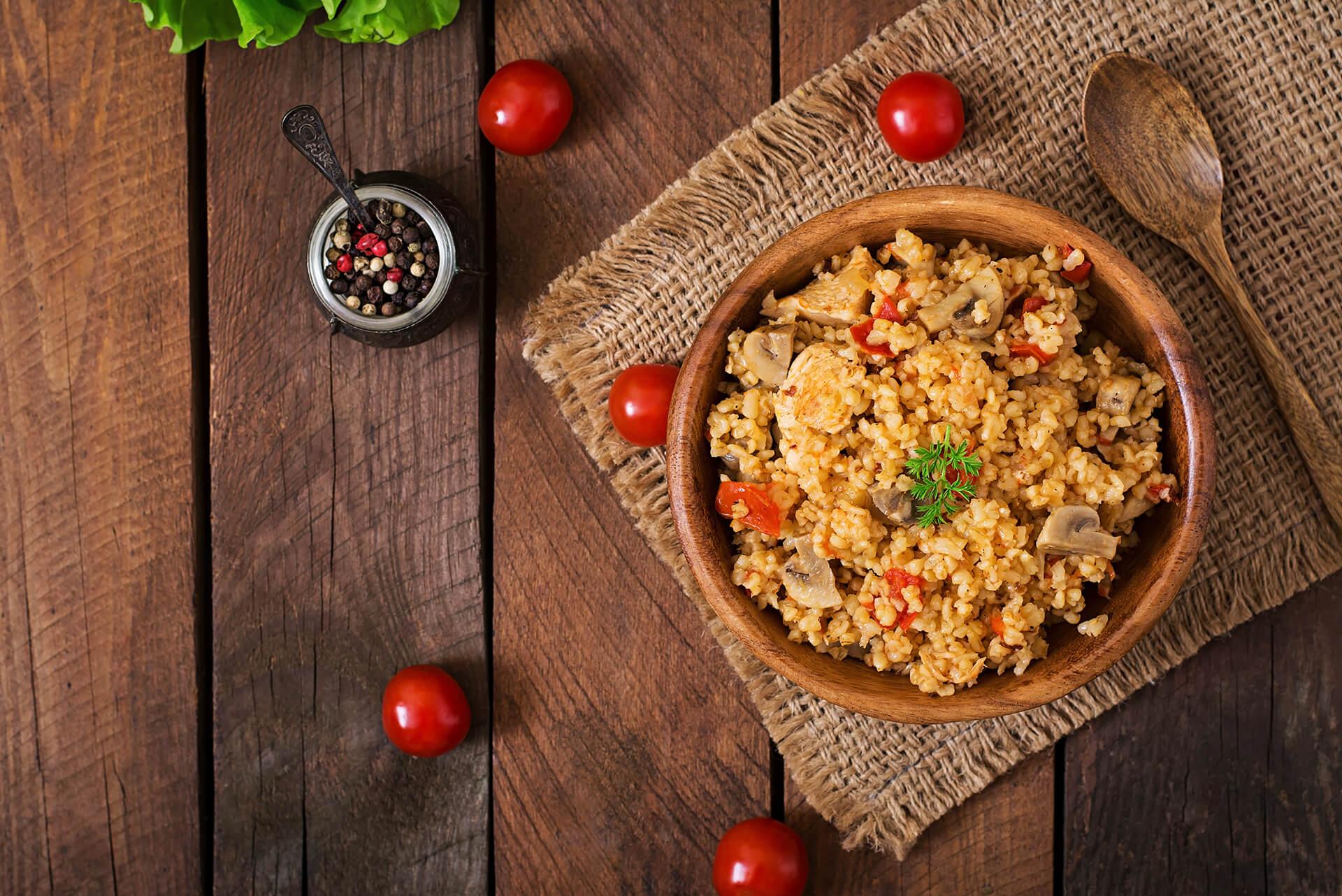 Mittagessen: Pilz-Couscous mit Zwiebelringen - Rezept Bild