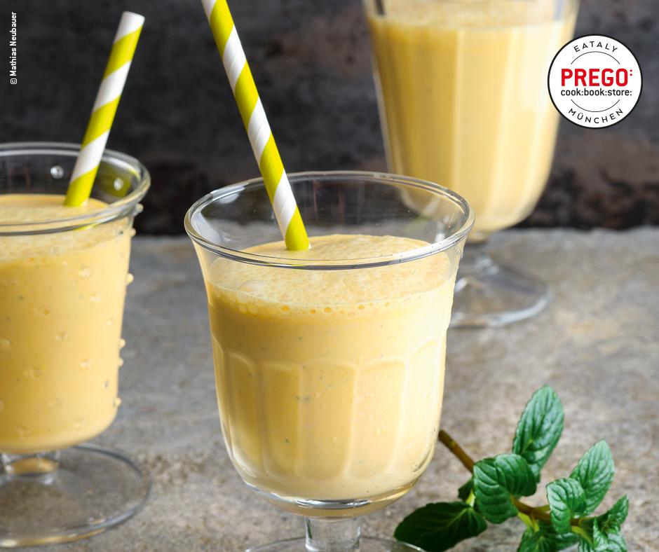 Kurkuma-Minz-Lassi. Indisches Joghurt-Mixgetränk - Rezept Bild